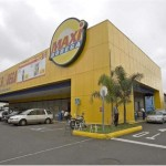 Walmart now has managed to take control of over 50% of the mega-shopping centers in costa Rica